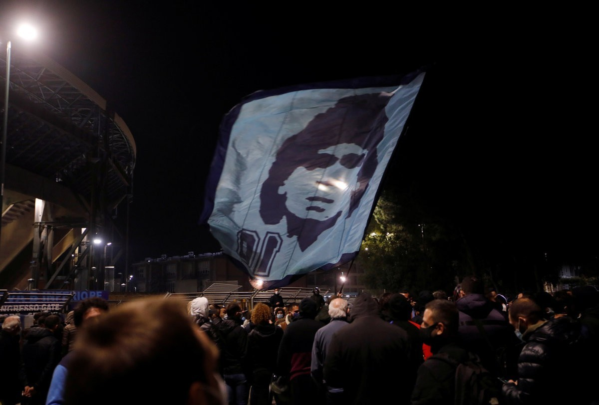 Tears are everywhere. Argentina, Naples and the whole world see off Maradona